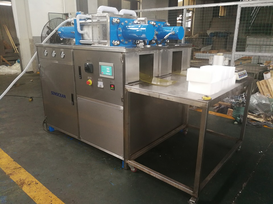 Double heads dry ice blocks machine shipped to Romania